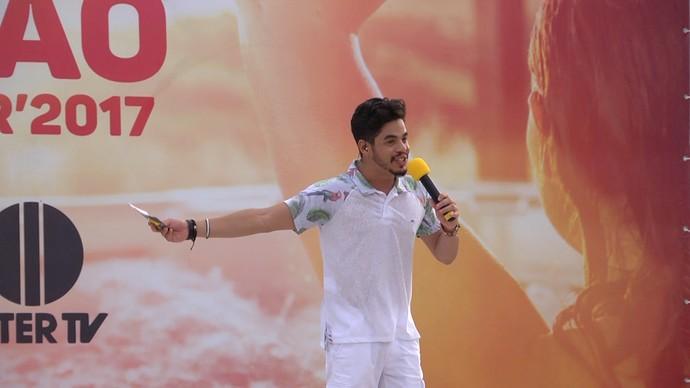 Leo Souza apresentando o novo 'Rota' de verão (Foto: Iraktan Ramos / BlueDream)