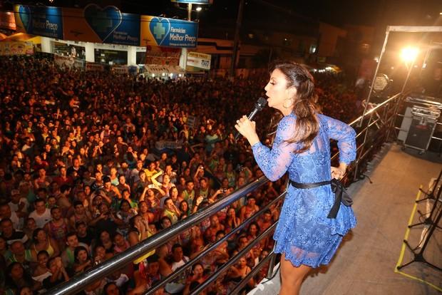 Ivete mostra pernão durante show (Foto: Fred Pontes- Divulgação)