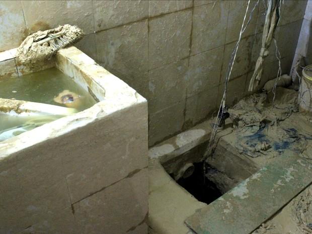 Em junho, um túnel de mais de 15 metros foi encontrado dentro do banheiro da cela 8, do pavilhão 5 (Foto: Jamile Alves/G1 AM)