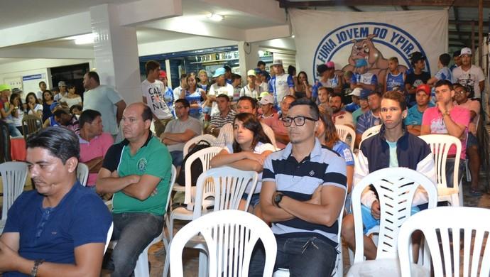Torcedores estiveram na reunião com diretoria (Foto: Divulgação / Ypiranga-PE)