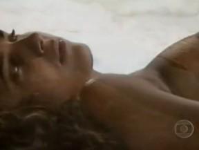 Mônica Fraga na abertura de Pedra sobre pedra (1992) (Foto: Reprodução)