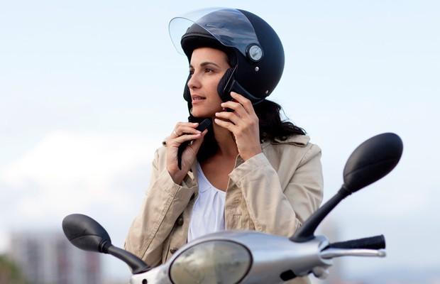 Capacete é um item de segurança fundamental para andar de moto (Foto: Thinkstock)