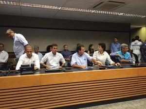 Prefeito Eduardo Paes dá coletiva sobre preparativos para enfrentar temporal (Foto: Mariucha Machado/G1)