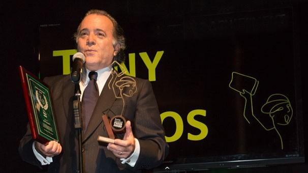 Tony Ramos recebe o Lifetime Achievement Award no Brazilian International Press, na Flórida (Foto: Reid Harrison/Globo)