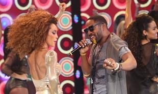 Lázaro Ramos é 'Mister Brau', um astro da música pop na série da Globo. Michelle (Taís Araújo) é sua mulher e dançarina | Carol Caminha