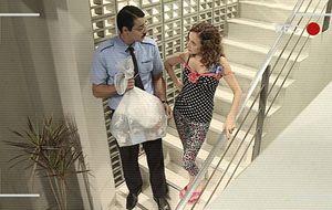 No Flagra: Zilda e Joel fuxicam o lixo dos vizinhos