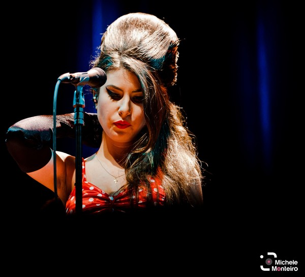 Ex-'The Voice' Bruna Góes faz tributo aos cinco anos sem Amy Winehouse