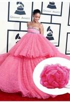 Vestido de Rihanna no Grammy  ganha memes na web