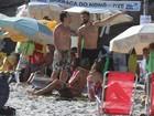 Grazi Massafera e Cauã Reymond curtem praia juntos no Rio