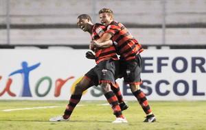 Josimar comemora gol do Atlético-GO contra a ponte preta (Foto: Rodrigo Villalba / Futura Press)