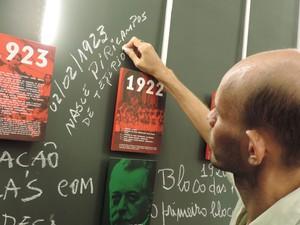 O alfaiate Graciliano Quintão adicionou na linha do tempo do frevo a fundação do bloco Pirilampos de Tejipió, em 1923 (Foto: Luna Markman / G1)