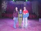 Débora Nascimento e José Loreto vão a circo no Rio