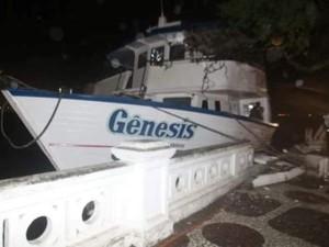 Embarcação destruiu cartão-postal de Santos (Foto: G1)