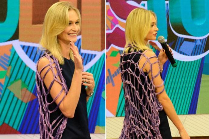 Viviane Orth também ensinou uma maneira diferente de usar a peça, abrindo o cachecol e colocando sobre as costas (Foto: Reprodução/ Estúdio C)