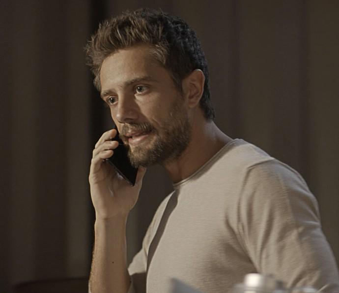 César manda que João Amaro sequestre Wagner antes que Mario chegue para ajudar o mecânico (Foto: TV Globo)