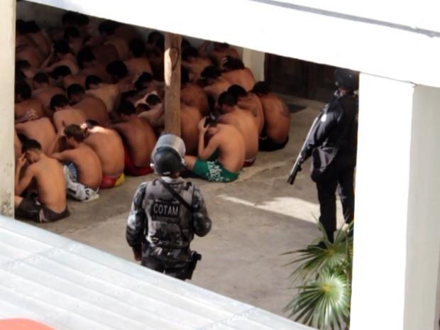 Após rebelião, polícia conteve os detentos (Foto: TV Verdes Mares/Reprodução)