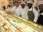 Haitianos conseguem emprego em confeitaria de chef francês nos Jardins