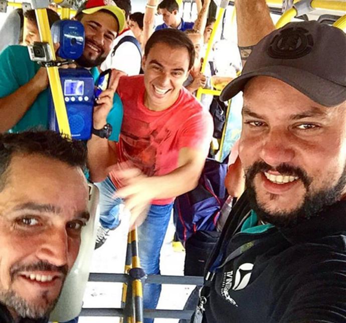 Toda a equipe do Carona embarcou no ônibus com Marildes (Foto: Reprodução Redes Sociais )