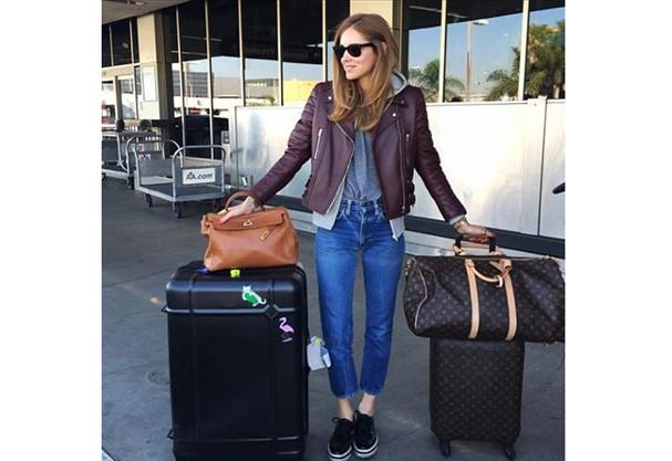 Tem gente que não dispensa a calça jeans nem na hora de viajar! É o caso de Chiara Ferragni. (Foto: Instagram)
