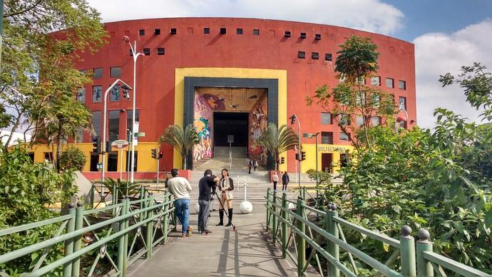 Camille Reis conta histórias por trás do Festival de Dança  (Foto: RBS TV/Divulgação )