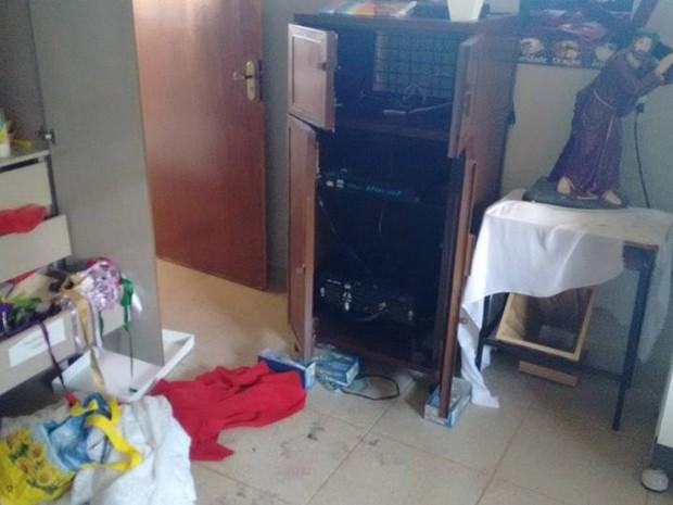criminosos arrombam paróquia em Lagoa da Prata (Foto: Padre Marcus Vinícius/Arquivo Pessoal)