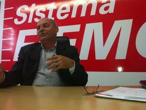 """""""Nós temos algumas atividades econômicas da indústria que sobressaem no Norte de Minas, ferroliga, têxtil e alguns setores de alimento também"""", conta Ezio Dariole.  (Foto: Alexandre Fonseca/G1)"""