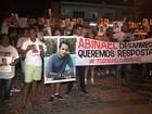 Família de jovem desaparecido há dias realiza ato em bairro de Maceió