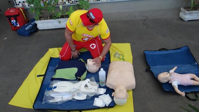 Palestra de Primeiros Socorros durante a SIPAT (Semana Interna de Prevenção de Acidentes) (Foto: TV Tribuna)