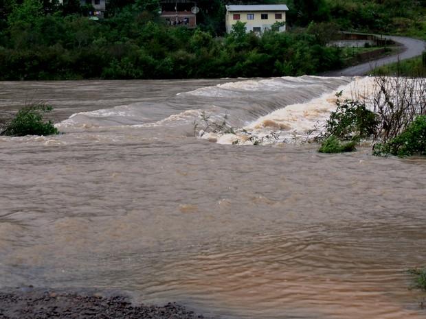 Na Região da Serra gaúcha, ponte precisou ter acesso interrompido (Foto: Ana Júlia Griguol/Divulgação)