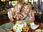 Prestes a fazer 41 anos, Angélica ganha festa surpresa de Carolina Dieckmann