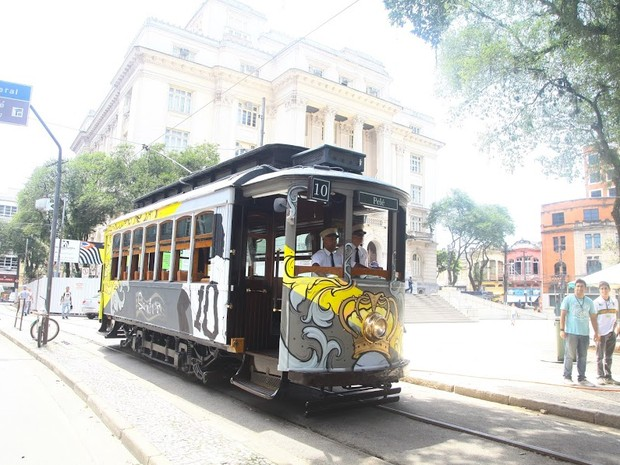 Bonde Pelé fica estacionado na Praça Mauá, no Centro de Santos (Foto: Raimundo Rosa / Prefeitura de Santos)