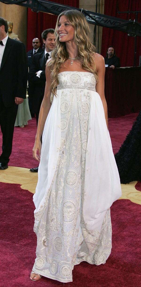 Na cerimônia do Oscar e em tempos de namoro com Leonardo di Caprio (Foto: getty images) (Foto: getty images)