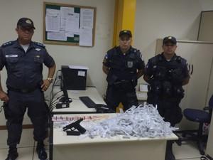 Material apreendido foi levado para a Delegacia de Rio das Ostras (Foto: Divulgação/ Polícia Militar)