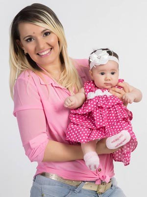 Natália Leopoldina descobriu a compressa dentro da barriga três meses após o parto (Foto: Reprodução/Arquivo pessoal)