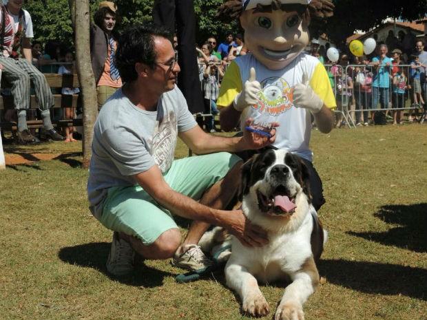 A São Bernando Pipa conquistou o prêmio de maior cão do evento  (Foto: Caio Silveira/G1)