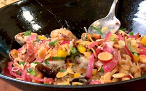 Salada de arroz e frutos do mar com molho de limão