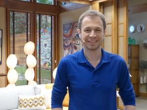 Tiago Leifert nos bastidores do É de Casa (Foto: Renata Viot/Gshow)