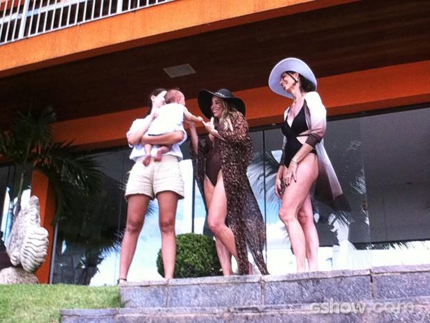 Amarilys curte a casa luxuosa (Foto: Amor à Vida/TV Globo)