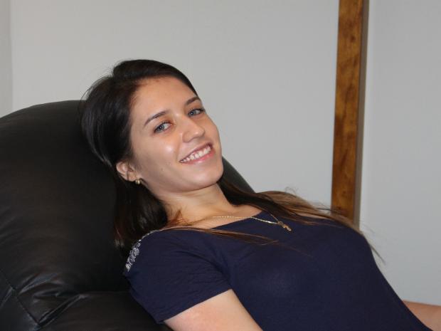 Elisane diz que hipnoterapia foi um bom reforço nos estudos e que a ajudará a fazer o Enem mais tranquila (Foto: Ricardo Campos Jr. / G1 MS)
