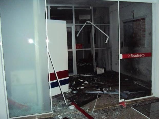 Criminosos explodiram área de caixa eletrônico em agência de Campo Alegre (Foto: PM/Divulgação)