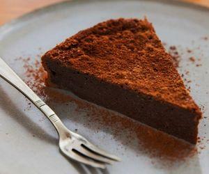 Bolo de chocolate cremoso: receita da Rita Lobo