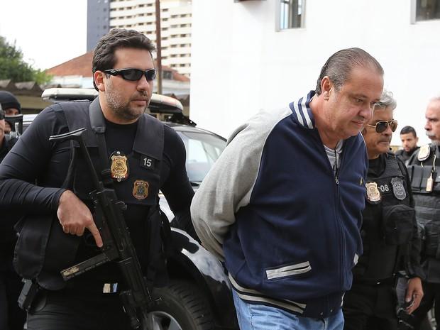 Genu foi levado ao IML de Curitiba para fazer o exame de corpo de delito (Foto:  Giuliano Gomes/PR PRESS)