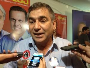 Ministro Gilberto Carvalho fala a jornalistas no Mato Grosso do Sul (Foto: Gabriela Pavão/G1)