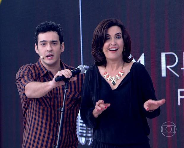 Fátima Bernardes se divertiu com a brincadeira (Foto: TV Globo)