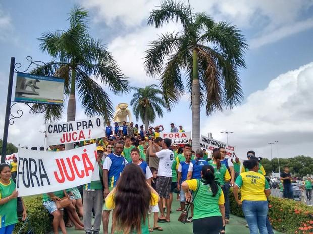 Protesto ocorre neste domingo (12) (Foto: Emmily Melo/G1)
