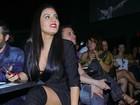 Leticia Lima opta por decote e pernas de fora em show de Ana Carolina