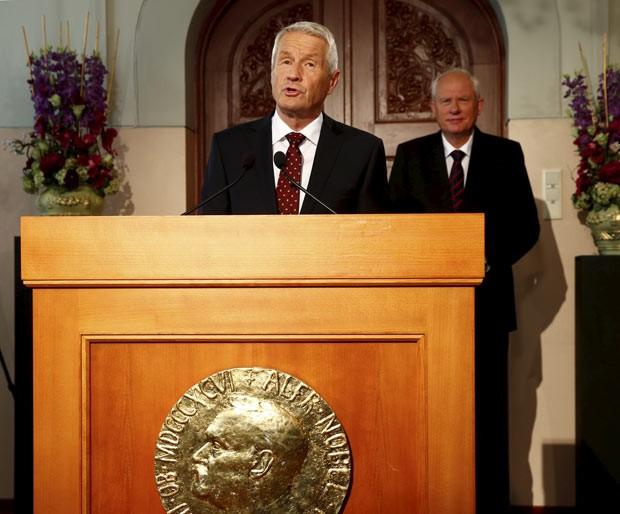 Thorbjorn Jagland, chefe do Comitê do Nobel, faz o anúncio nesta sexta-feira (11) em Oslo (Foto: AFP)