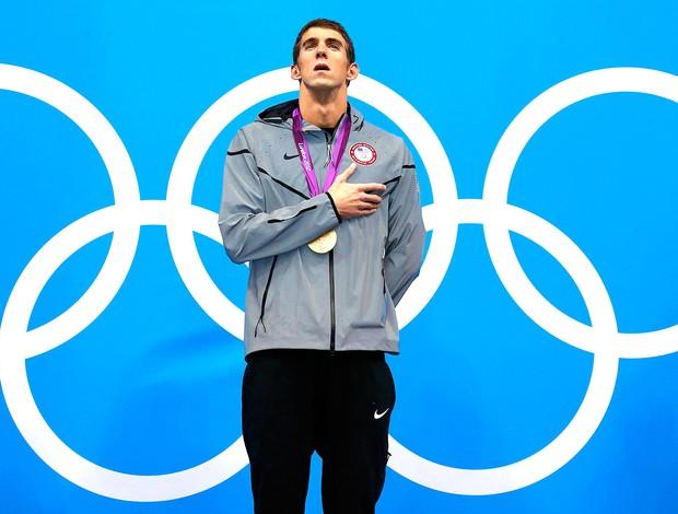 Michael Phelps com a medalha de ouro nos 200m medley (Foto: Reuters)