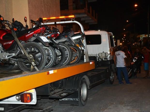 Veículos foram apreendidos (Foto: Jamile Alves/G1 AM)