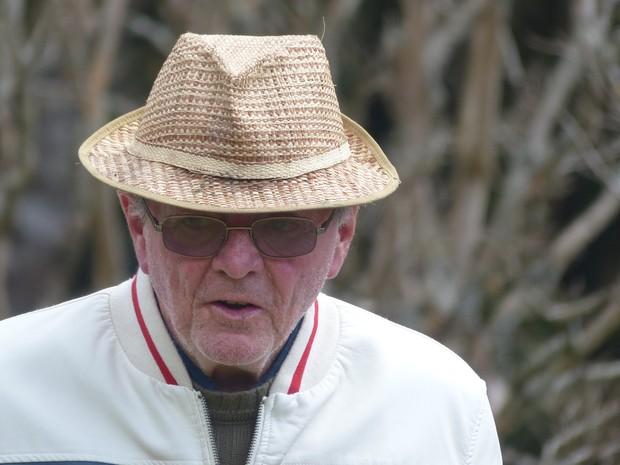 Professor de 75 anos continua dando aula mesmo sendo portador de Mal de Parkinson (Foto: Adriano Pereira)